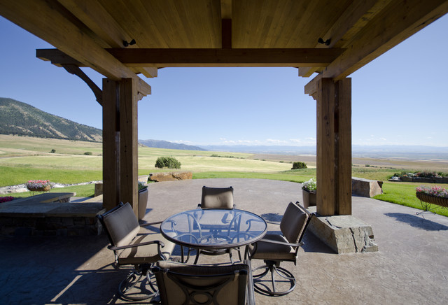 Springhill Residence rustic-patio