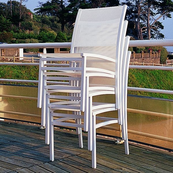 Stacking outdoor dining chairs modern patio chicago for Modern outdoor dining chairs