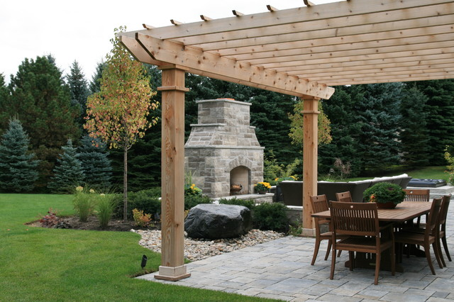 Steeplechase traditional-patio