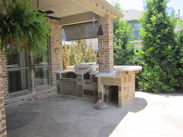 Stone bbq build in kitchen in frisco for small spaces for Outdoor kitchen designs small spaces