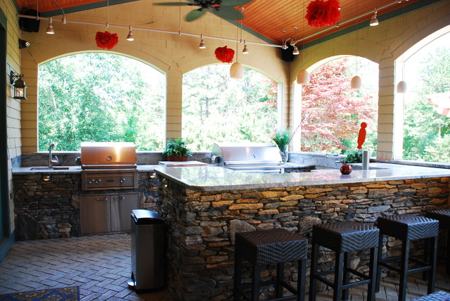 Stone patio and outdoor kitchen for Outdoor kitchen ideas houzz