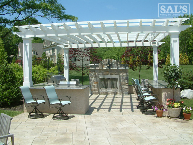 Structures traditional-patio