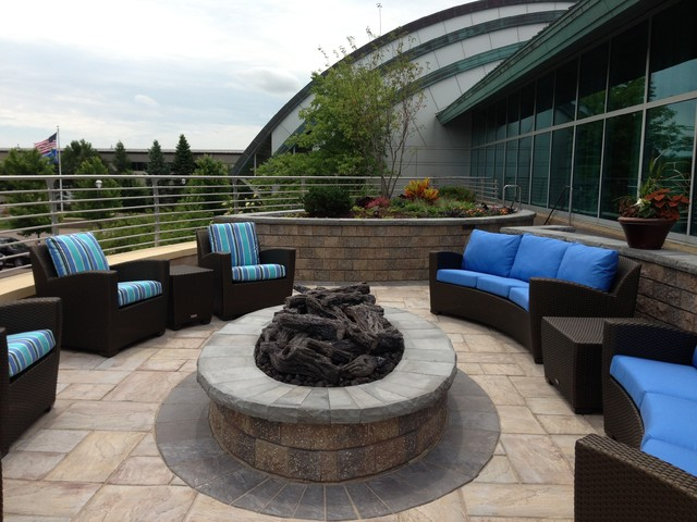 Sub zero wolf fitchburg wi contemporary courtyard for Courtyard landscape oostburg wi