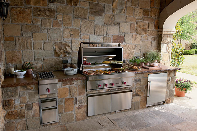 Sub-Zero Wolf Outdoor Kitchen contemporary patio