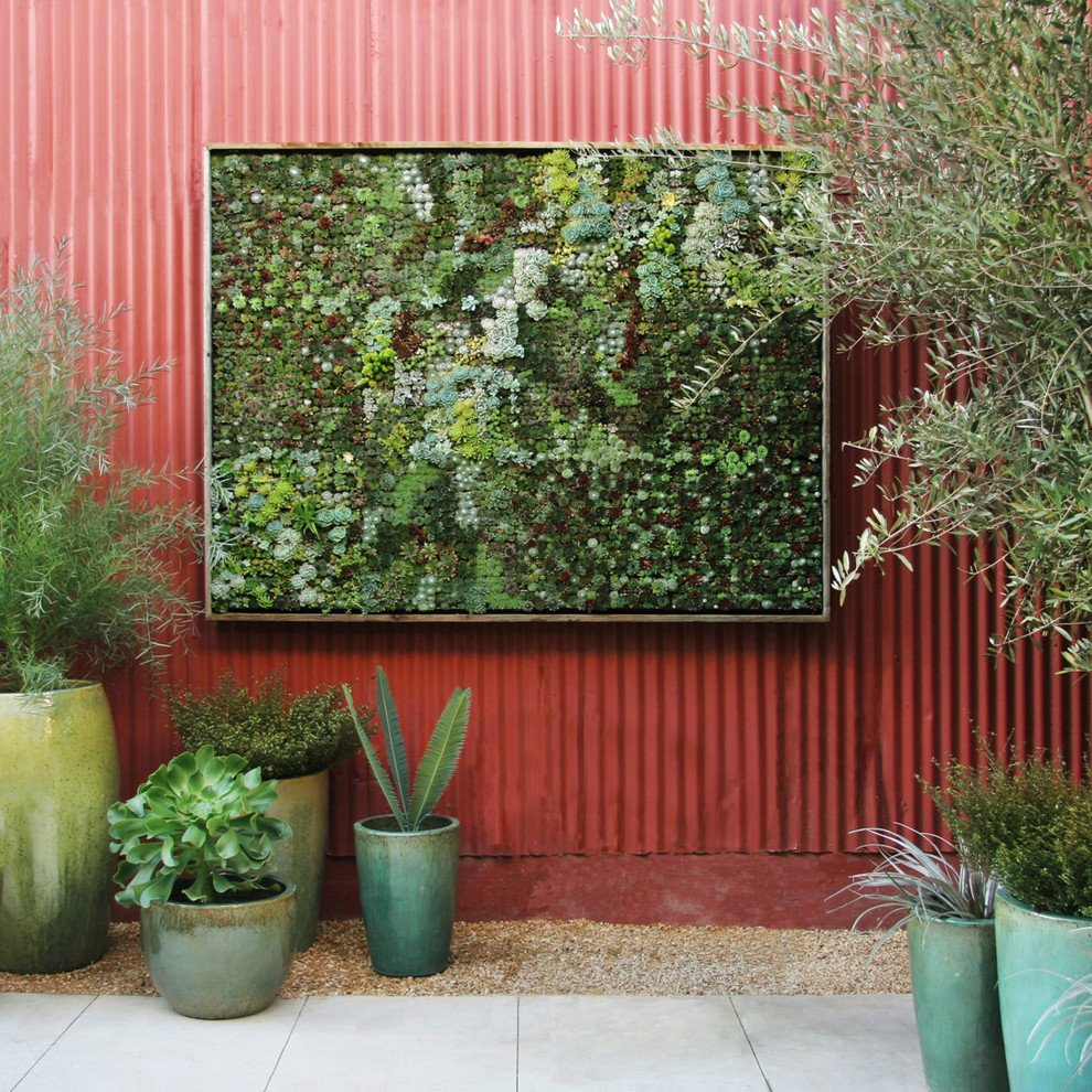 Patio vertical garden - contemporary patio vertical garden idea in Detroit