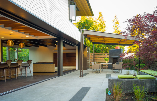 Beau Inspiration For A Contemporary Courtyard Patio Remodel In Seattle With A  Gazebo