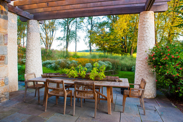 Sustainable House rustic-patio