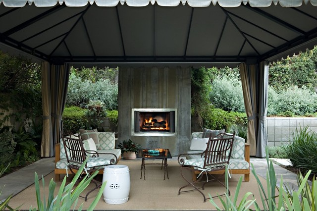 Transitional Patio Photo In Los Angeles With A Fire Pit
