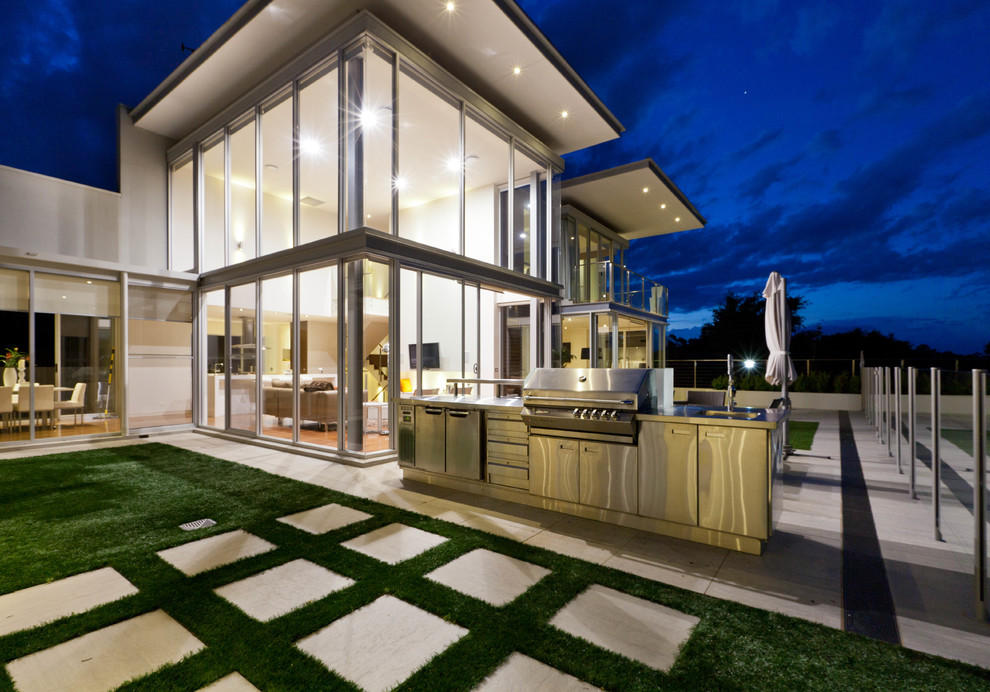 This is an example of a contemporary patio in Canberra - Queanbeyan.