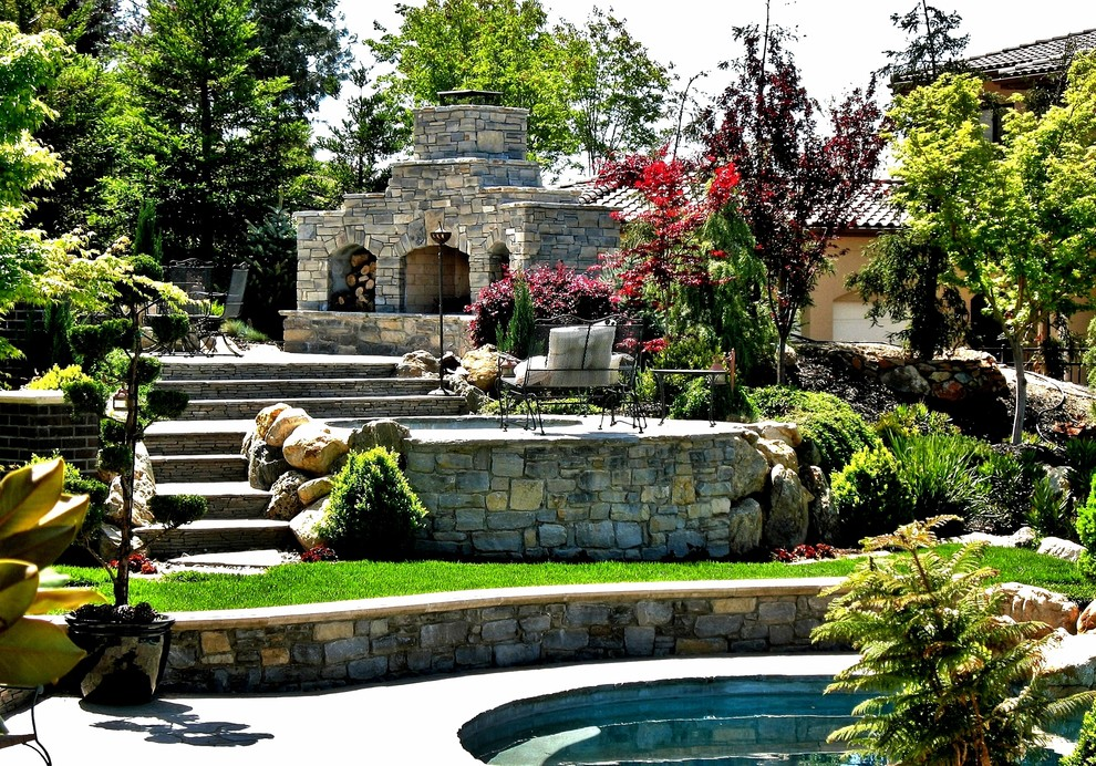 Inspiration for a timeless patio remodel in Sacramento