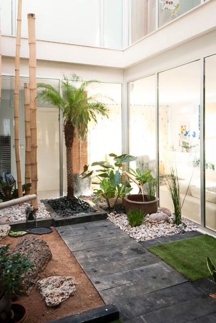 Terrario para tortugas en patio interior for Jardines patios exteriores