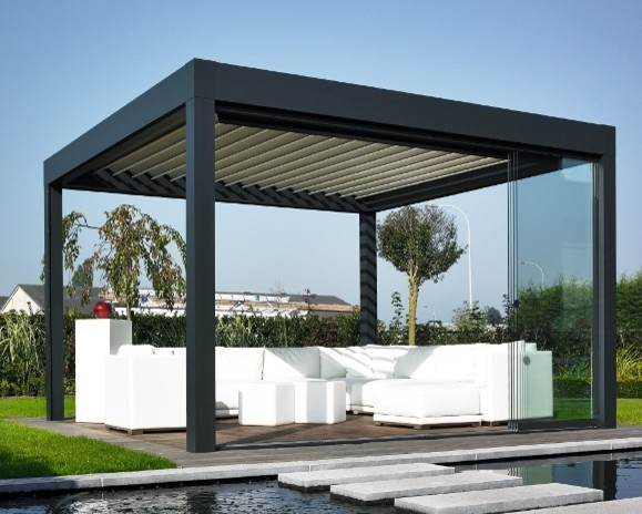 terrassendach renson camargue mit lamellen und seitenw nden modern pergola patio other. Black Bedroom Furniture Sets. Home Design Ideas