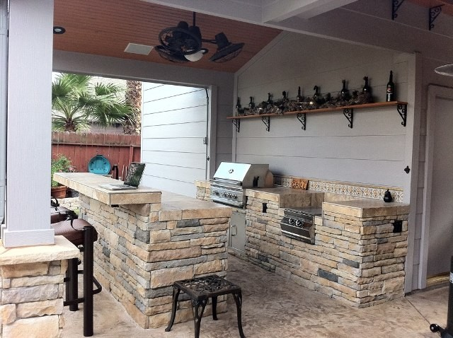 Texas Style Rustic Outdoor Kitchen, Grill And Bar Contemporary Patio