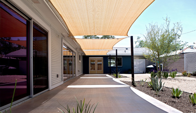 Beautiful Modern Patio by The Ranch Mine