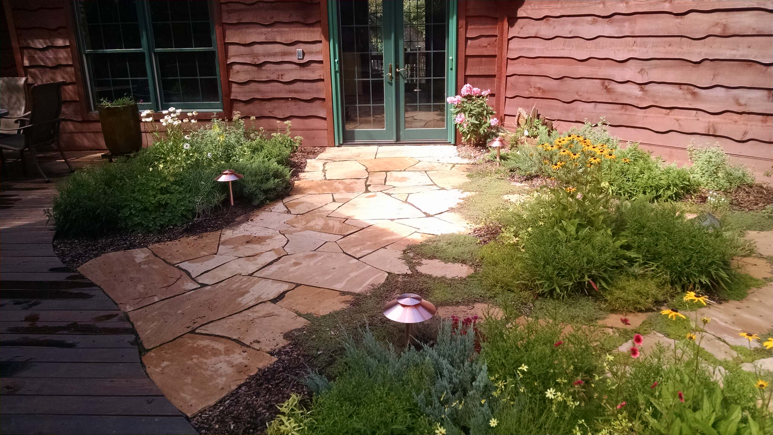The flagstone and gareden on the live roof