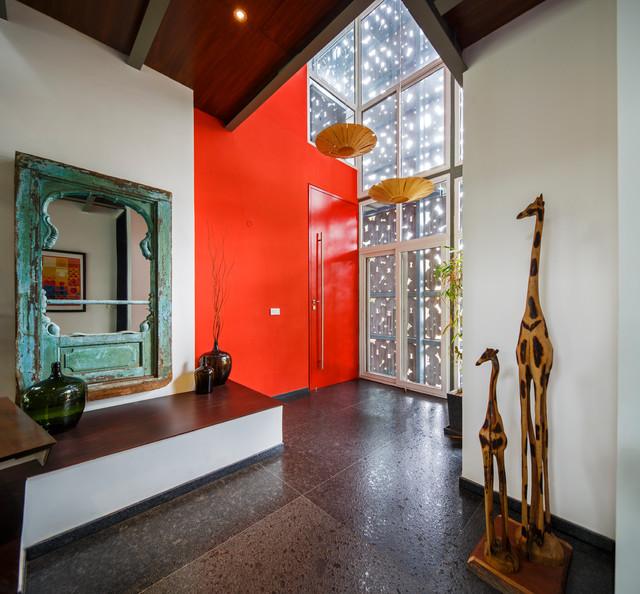The House with a Veil eklektisk-veranda