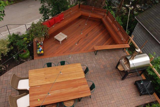 Kleiner Eklektischer Patio im Vorgarten mit Dielen in Seattle