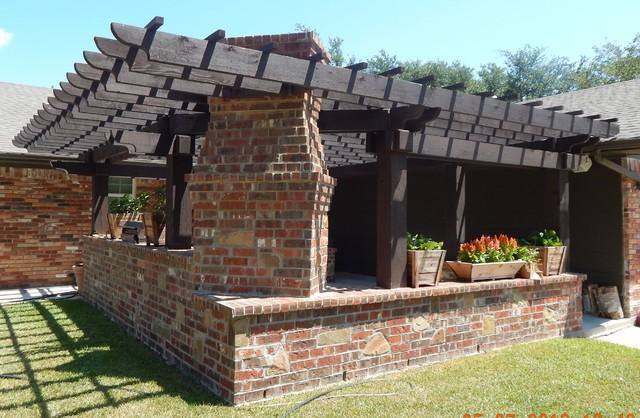 Tinkeman Outdoor Kitchen & Pergola traditional-patio