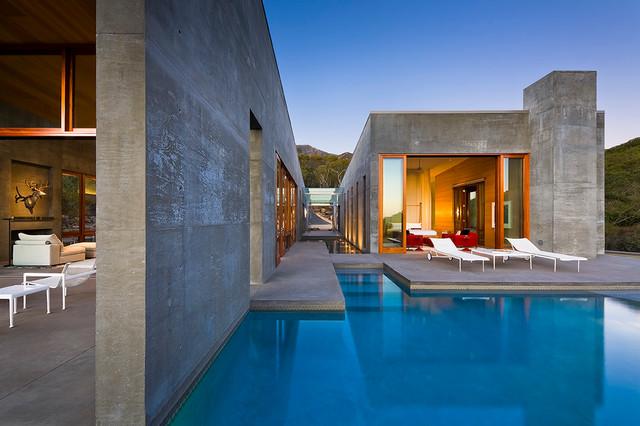 Toro Canyon Residence modern-patio