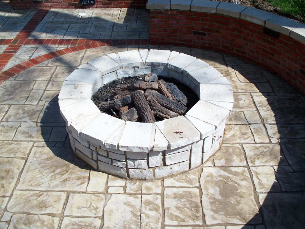 Town and Country, Missouri Stone Masonry (Gas) firepit
