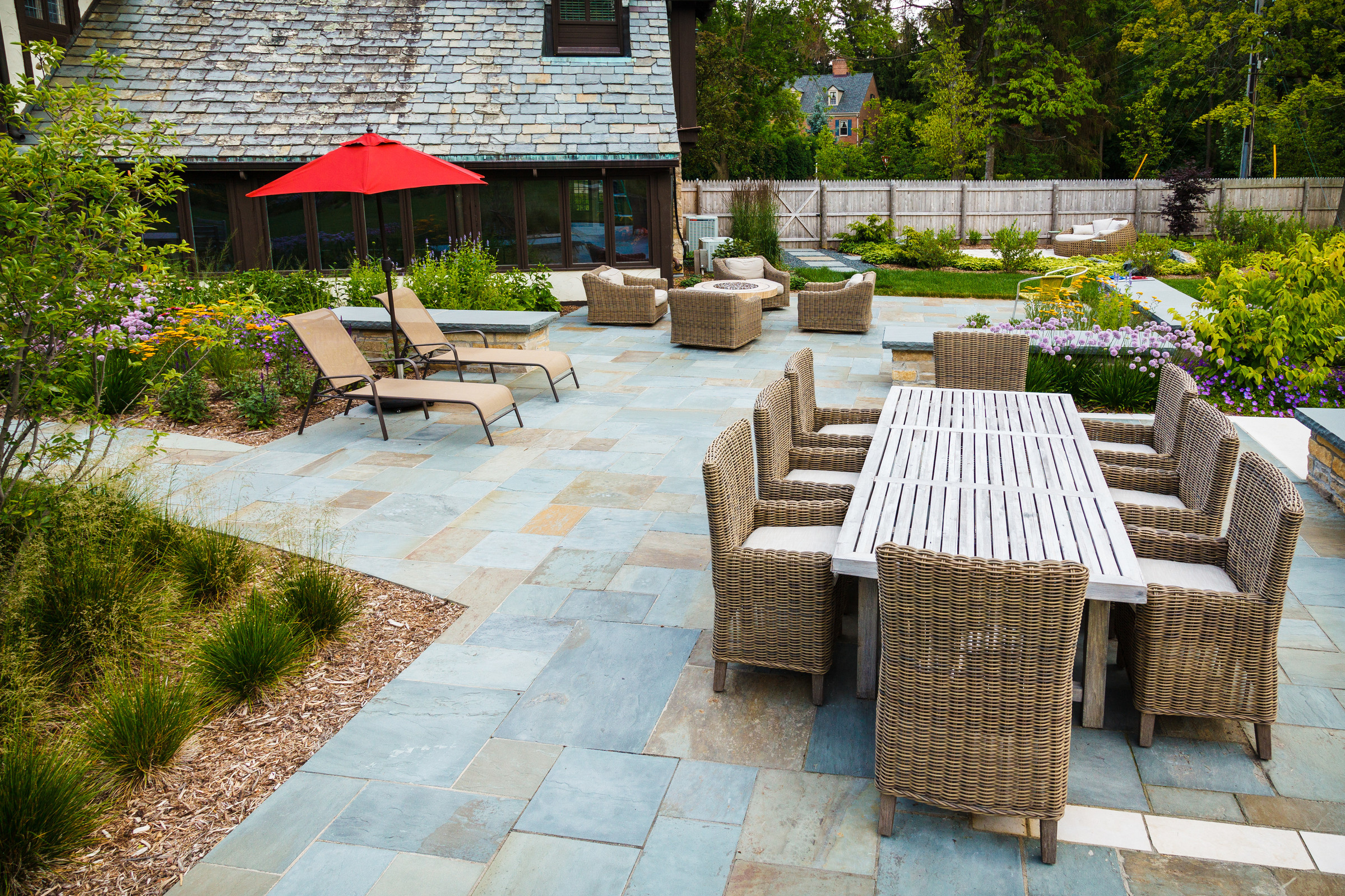 Traditional Bluestone Patio - Fox Point