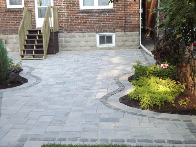 Traditional interlock patio patio