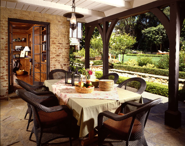 Traditional Patio Dining traditional-patio