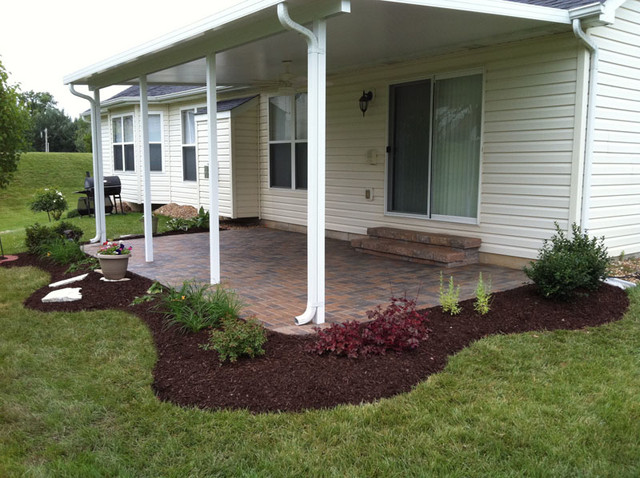 Simple Paver Patio & Planting Bed - Traditional - Patio ...