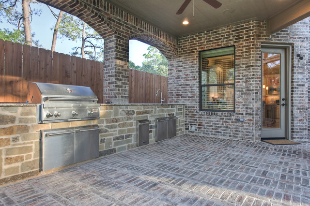 Elegant, classic and expansive design traditional patio