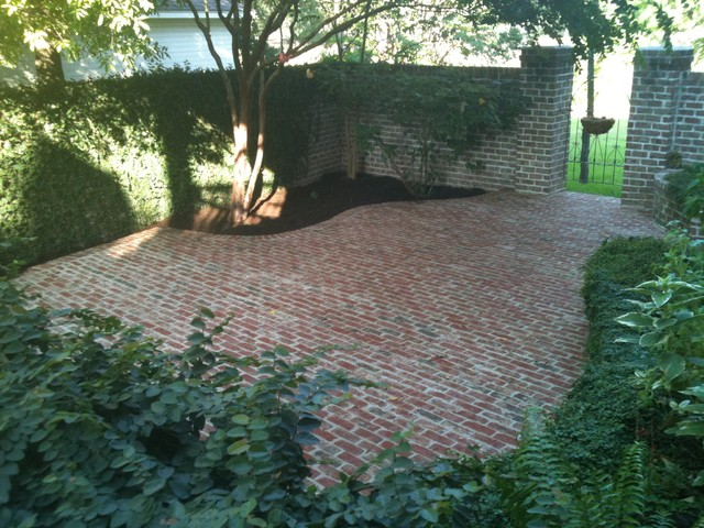 Curved Brick Patio traditional-patio