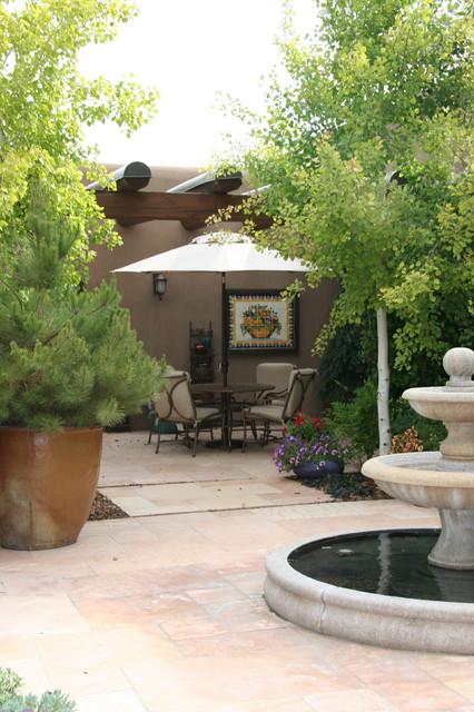 Example of a southwest stone patio fountain design in Albuquerque