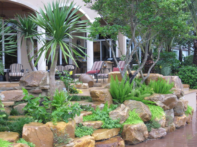 Exceptionnel Tropical Backyard Rock Garden Wall Tropical Patio