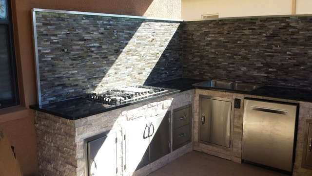 U Shaped Outdoor Kitchen With Gas Cooktop Mosaic