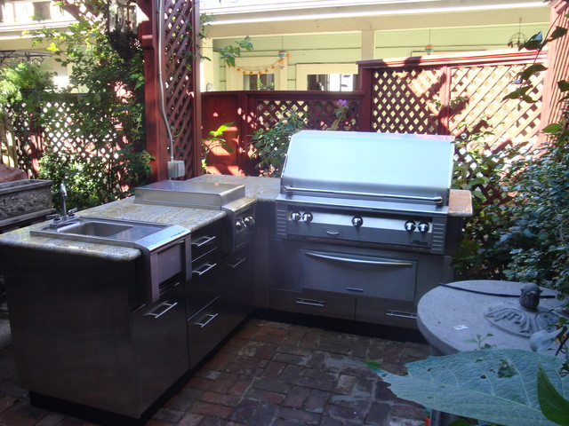 Urban outdoor kitchen traditional-patio