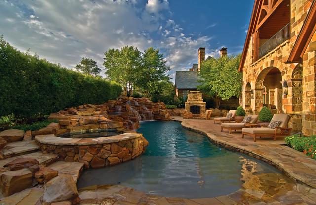 Vaquero Backyard traditional-patio