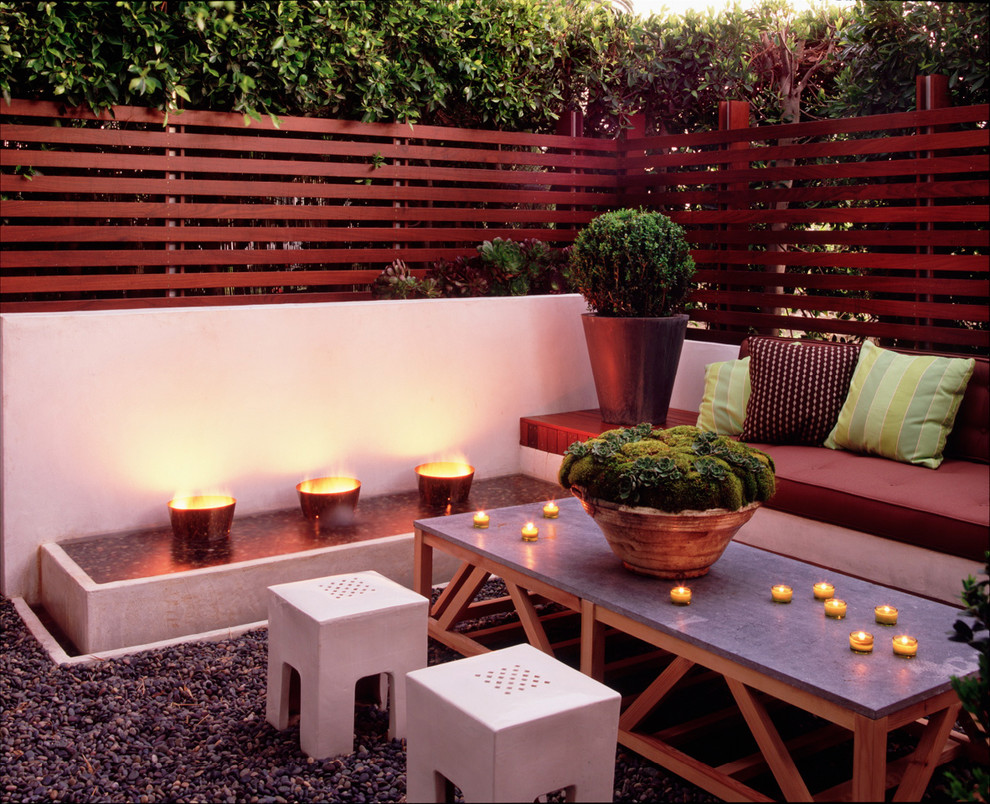 Patio - mid-sized contemporary backyard gravel patio idea in Los Angeles with a fire pit and no cover
