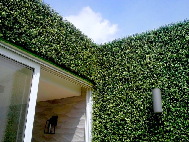Vertical garden wall artificial hedge panels modern for Vertical garden wall systems