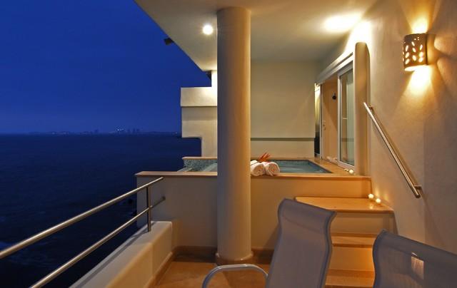 Villa Balboa contemporary-patio