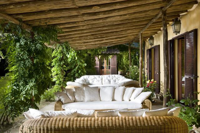 Villa cetona siena italy rustic patio other metro for Arredare veranda chiusa
