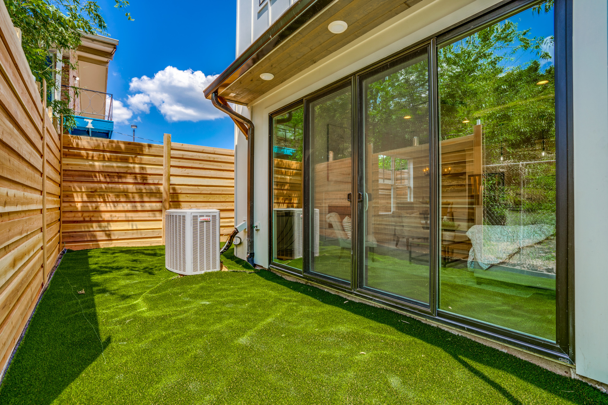 Open Side Yard with Horizontal Fencing