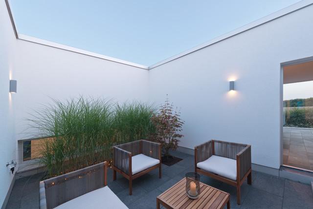 vom gartenhof zum atrium bauhaus look pergola patio. Black Bedroom Furniture Sets. Home Design Ideas