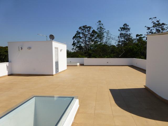 vtg house contemporary-patio