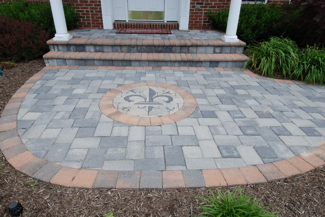 Patios/ Walkways traditional-patio