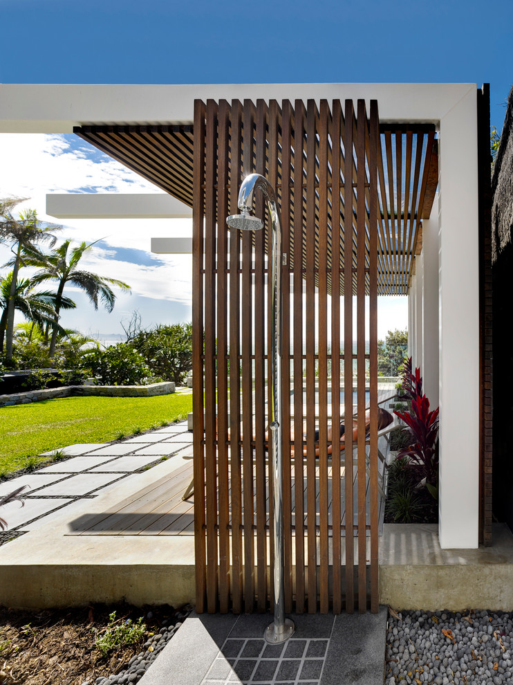 Inspiration for a mid-sized contemporary backyard outdoor patio shower remodel in Gold Coast - Tweed with no cover