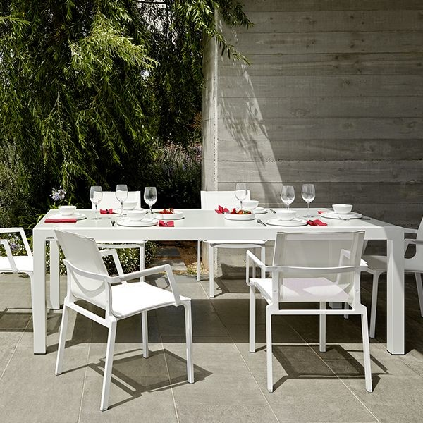 Weekend Outdoor Dining Table And Chairs Contemporary Patio Chicago By
