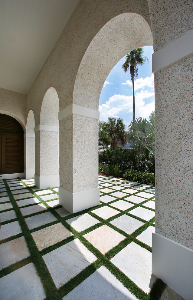 Island style patio photo in Tampa