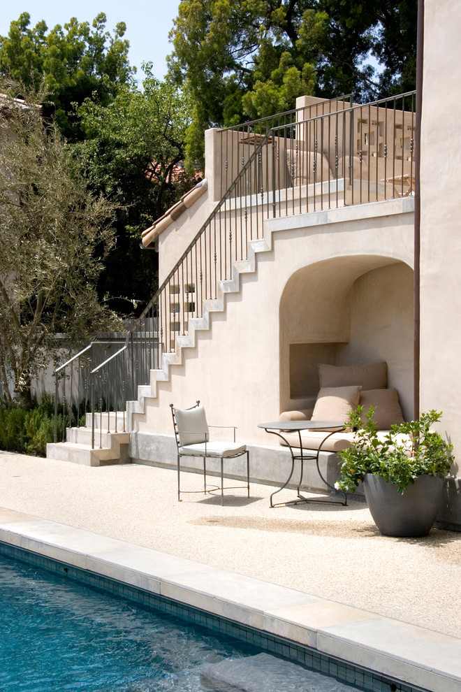 Example of a tuscan patio design in Los Angeles