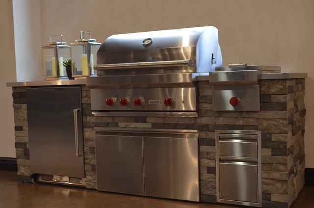 "Wolf 36"" Gas Grill with Refrigeration beach-style"