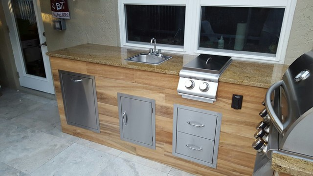 Merveilleux Wood Look Tile Outdoor BBQ KitchenModern Patio, Miami