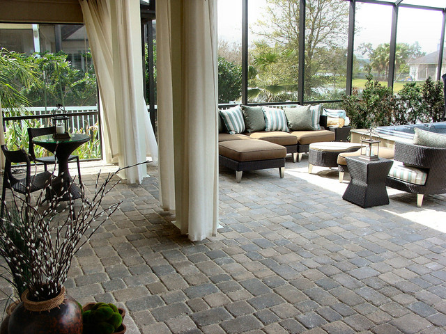 Zen patio moderno patio jacksonville de core for Patios modernos con piscina